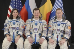 JSC2009-E-049945 (February 2009) --- Attired in Russian Sokol launch and entry suits, European Space Agency (ESA) astronaut Frank De Winne (right), Expedition 20 flight engineer and Expedition 21 commander; cosmonaut Roman Romanenko and NASA astronaut Nicole Stott, both Expedition 20/21 flight engineers, take a break from training in Star City, Russia to pose for a portrait. Photo credit: Gagarin Cosmonaut Training Center